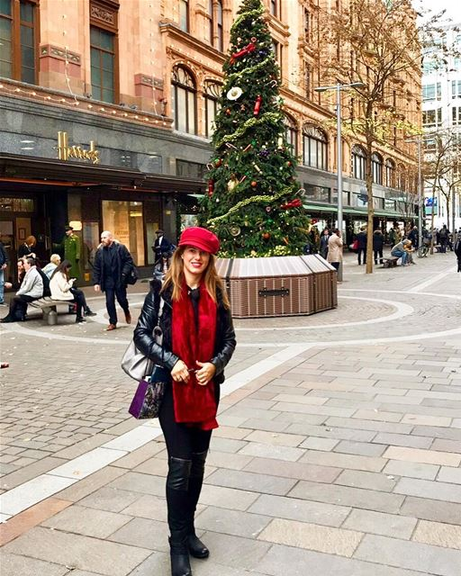 It's the Most Wonderful Time of the Year🎄❤️London is known for its...